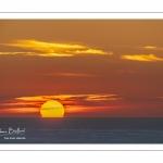 Coucher de soleil sur la mer depuis les falaises du cap Blanc-Nez
