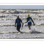 Pratiquants de Longe-côte le long de la plage de Ault