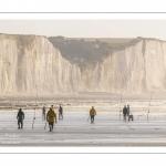 Les pêcheurs au pied des falaises