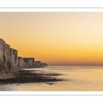 Crépuscule au pied des falaises de Ault