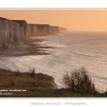 Les falaises picardes vues depuis Ault au crépuscule - Saison : Hiver - Lieu : Ault, Côte Picarde, Somme, Picardie, France.