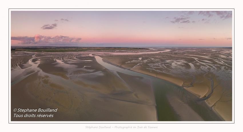 Saison : été - Lieu : Le Crotoy, Baie de Somme, Somme, Hauts-de-France, France. Panorama par assemblage d'images 6575x3287 px