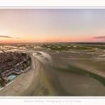 Saison : été - Lieu : Le Crotoy, Baie de Somme, Somme, Hauts-de-France, France. Panorama par assemblage d'images 7886 x 3912 px