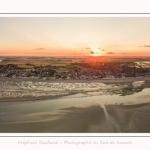 Saison : été - Lieu : Le Crotoy, Baie de Somme, Somme, Hauts-de-France, France. Panorama par assemblage d'images 7149 x 2383 px