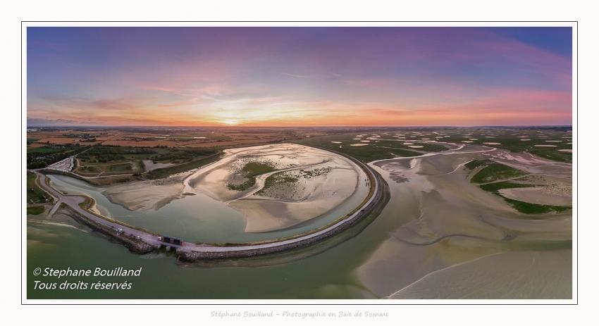 Saison : été - Lieu : Le Crotoy, Baie de Somme, Somme, Hauts-de-France, France. Panoramique par assemblage d'images 7641 x 3820 px