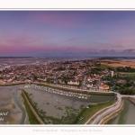 Saison : été - Lieu : Le Crotoy, Baie de Somme, Somme, Hauts-de-France, France. Panoramique par assemblage d'images 6652 x 3579 px