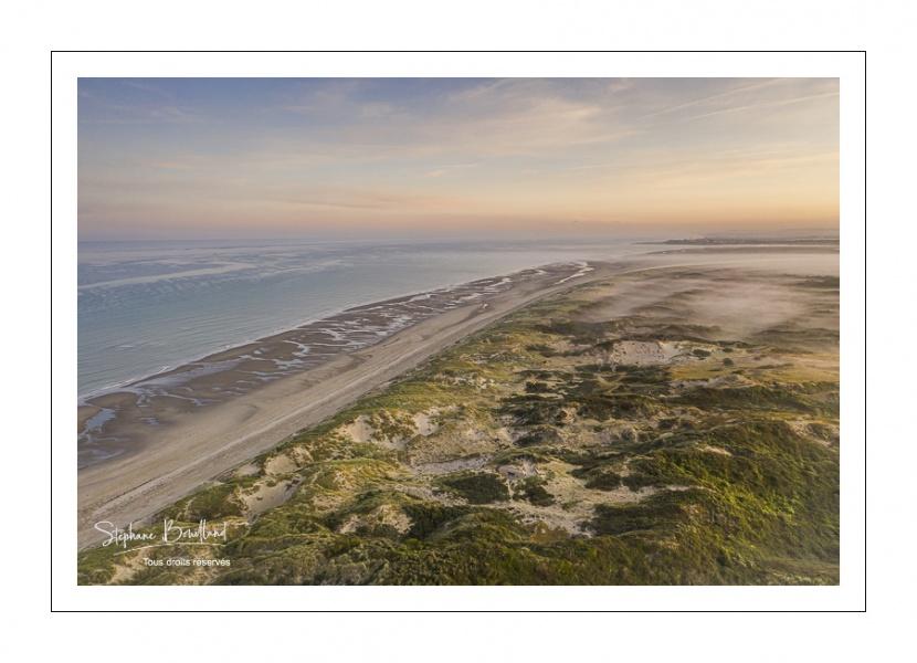 Aube brumeuse sur les dunes du Marquenterre près de Fort-Mahon
