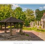 Le puits de la ville profond de 70 mètres - Gerberoy, un des « Plus beaux villages de France ». Ses maisons du XVIIe et XVIIIe siècles, en bois et torchis ou briques et silex, font de Gerberoy un lieu de promenade unique. Au printemps et en été, les rosiers grimpants sur les façades transforment la commune en véritable roseraie. Saison : Printemps - Lieu : Gerberoy, Oise (60), Picardie, France
