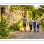 Les rues de la citée médiévale de Saint-Valery au printemps