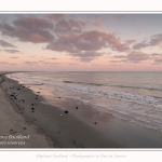 La plage du Hourdel en baie de Somme au petit matin - Saison : Hiver - Lieu : Le Hourdel, Baie de Somme, Somme, Picardie, Hauts-de-France, France - The Hourdel beach in the Bay of Somme in the early morning - Season: Winter - Location: Le Hourdel, Somme Bay, Somme, Picardy, Hauts-de-France, France