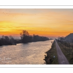 Le canal de la Somme près de Saint-Valery-sur-Somme à l'aube.