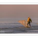 Pêcheurs au haveneau au soleil couchant