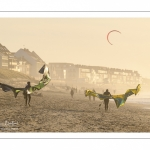 Kitesurf sur la plage de Fort-Mahon un soir d'hiver
