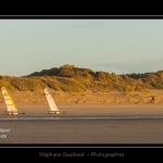 La plage de Quend-Plage un soir d'hiver. Chars à voile devant les dunes. Saison : Hiver - Lieu : Quend-Plage , Côte Picarde, Marquenterre, Somme, Picardie, France