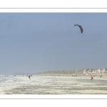 Ecume de mai et kitesurf sur la plage de Quend-Plage