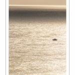 Petit bateau de plaisance au large du cap Gris-Nez