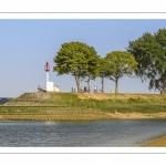 Promeneurs sur les quais de la Somme