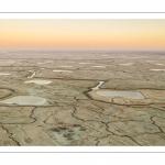 Les mollières de la baie de Somme couvertes de givre au petit matin (vue aérienne)