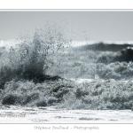 Vagues lors d'une tempête sur la côte Picarde au pied des falaises / Waves during a storm on the Picardy coast cliffs - Saison : Printemps - Lieu : Le Bois de Cise, Côte Picarde, Somme, Picardie, France - http://www.aquaticfortune.com/