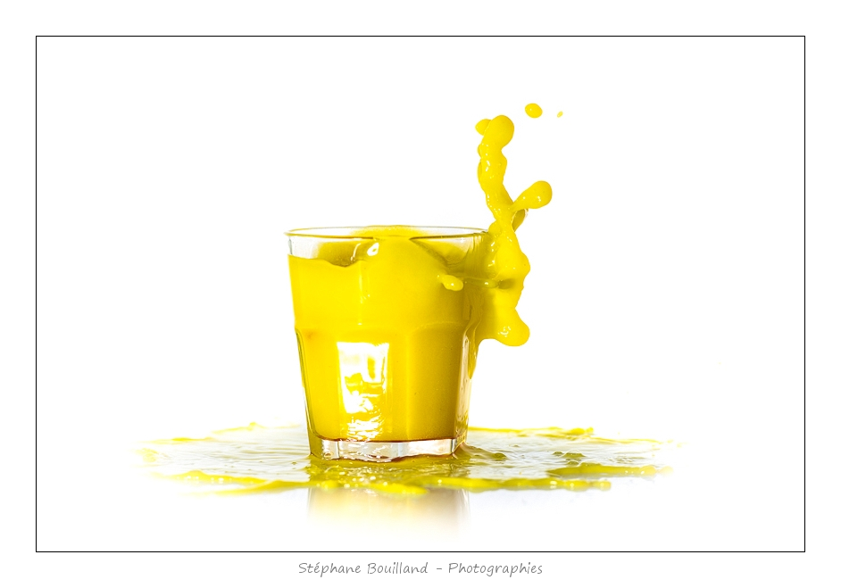 verre_jaune_fond_blanc_02_01_2014_001-border