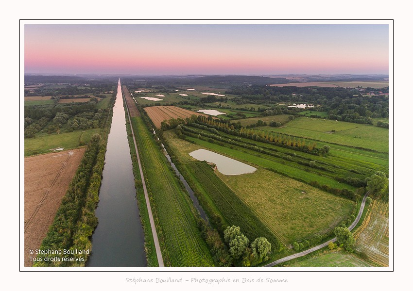 Survol du canal de la Somme
