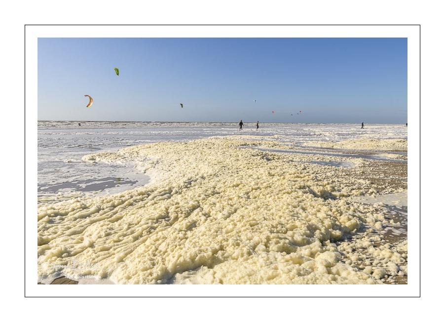 Ecume de mai sur la plage d'Ault