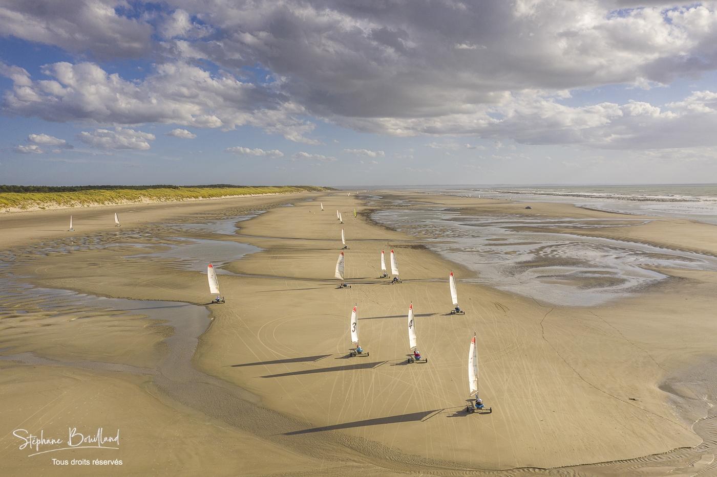 France, Somme (80), Baie de Somme, Quend-Plage, Les chars-à-voile sur la plage de Quend (vue aérienne) // France, Somme (80), Bay of the Somme, Quend-Plage, sand yachts on Quend Beach (aerial view)