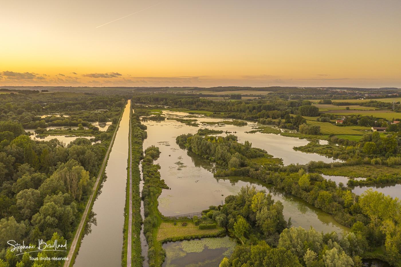 Bourdon et le Marais des Cavins dans la vallée de la Somme (Hauts-de-France)